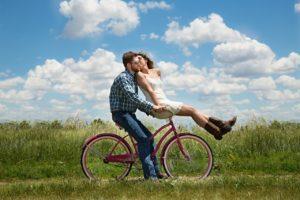 כשאנחנו מאושרים, אנחנו רוצים ליצור חיים ביחד.