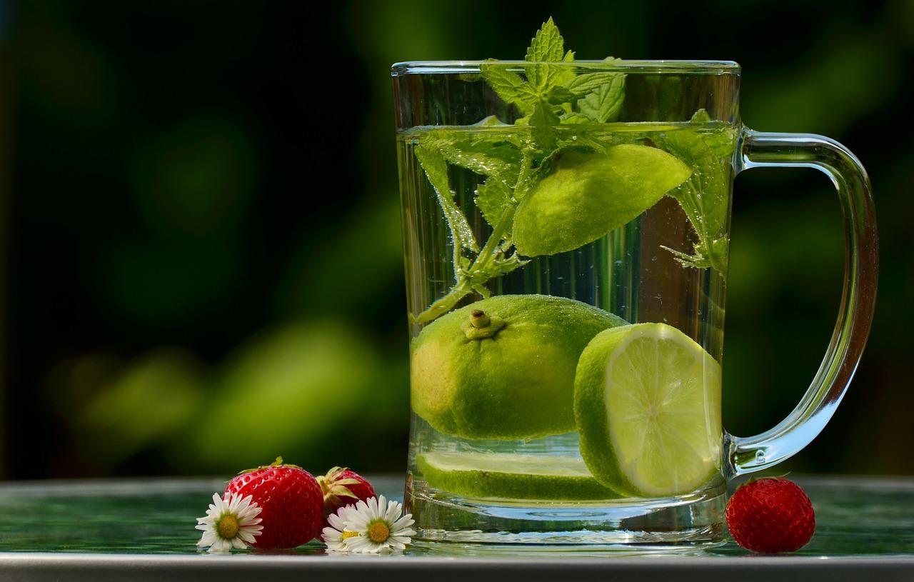 למניעת בחילות, שתי כוס מים צוננים