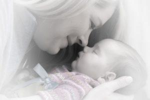 קשר אם-תינוק (הקרוי בונדינג, BONDING באנגלית) הוא הקשר החשוב ביותר בחיי התינוק.