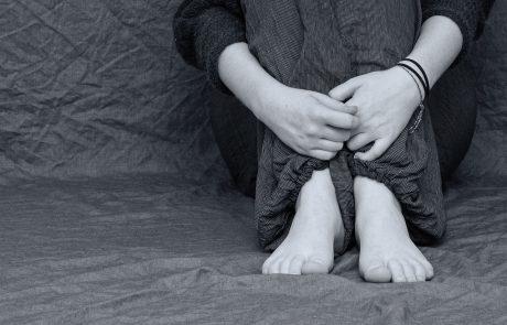 """ליווי לידה בצל אובדן תינוק: """"לידה שקטה"""" והטיפול ביולדת / גילי אבישי."""